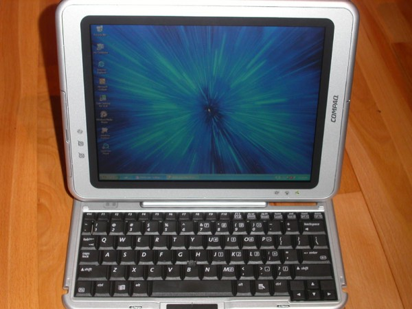 Compaq Tablet PC TC1000 connected